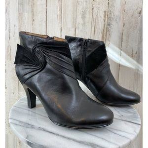 Sofft leather ankle boots size 6.5